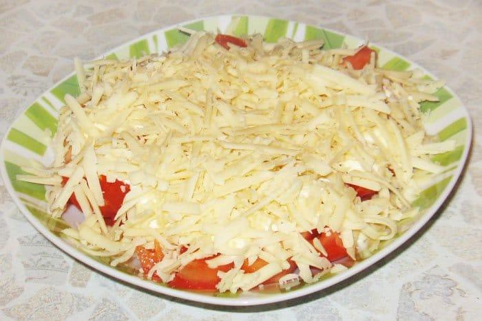 Фото рецепта - Салат из помидоров с сыром - шаг 4