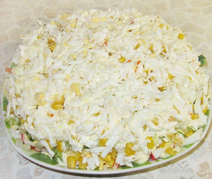 "Фото рецепта - Салат с кукурузой ""Победа"" - шаг 9"