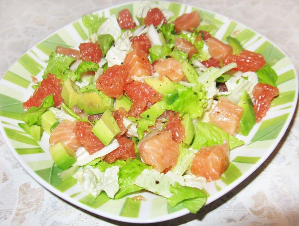 Фото рецепта - Салат с семгой и грейпфрутом - шаг 4