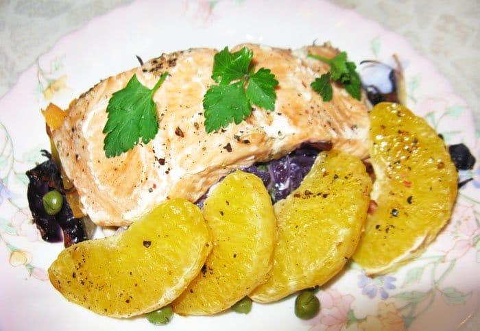 Семга, запеченная в духовке с овощами и апельсином - рецепт с фото