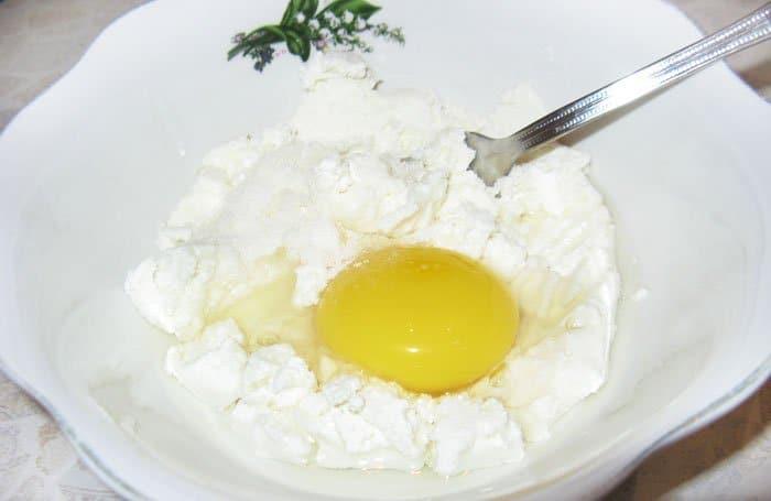 Фото рецепта - Сырники из творога - шаг 1