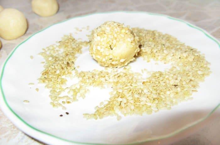 Фото рецепта - Сырные шарики в кунжуте - шаг 4