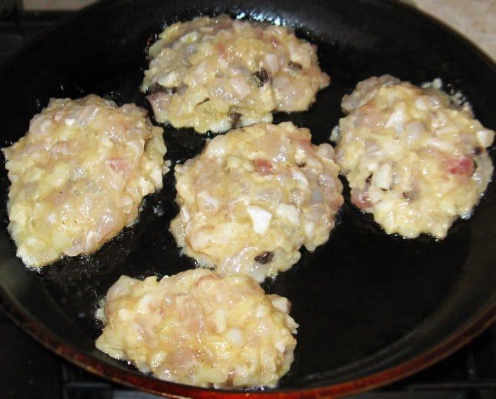 Фото рецепта - Рыбные зразы с грибами - шаг 7