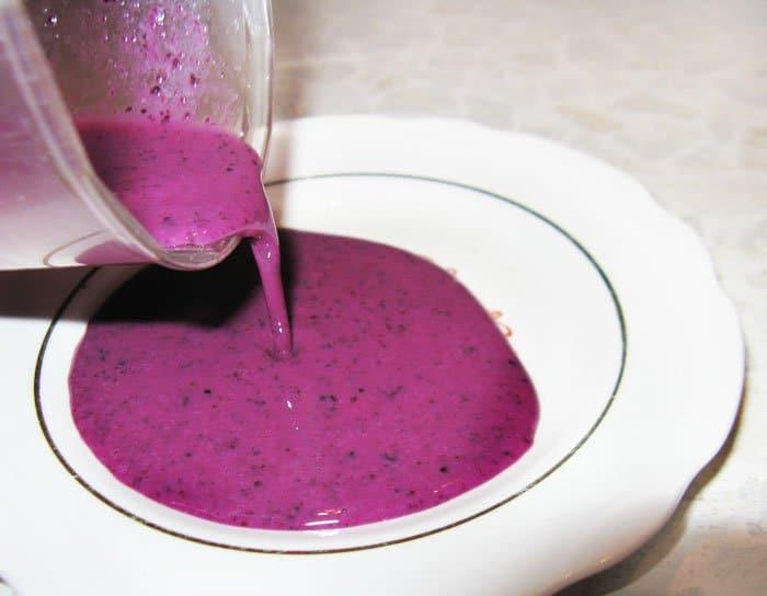 Фото рецепта - Груша в вине с мороженным и ягодами - шаг 3