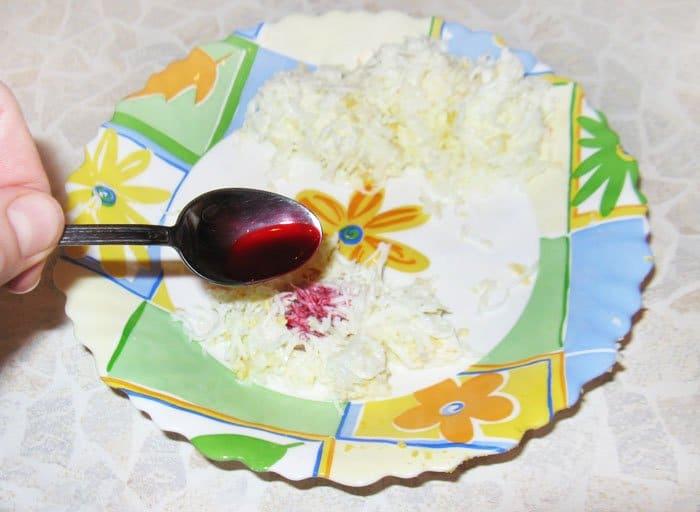 Фото рецепта - Как украсить салат цветами - шаг 3