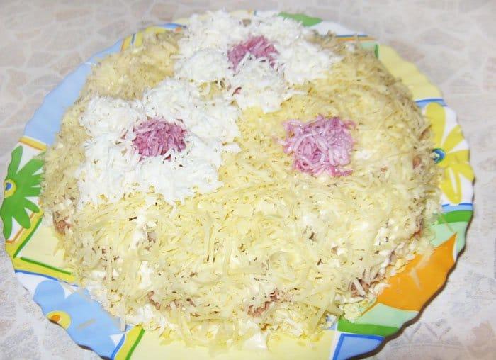 Фото рецепта - Как украсить салат цветами - шаг 4