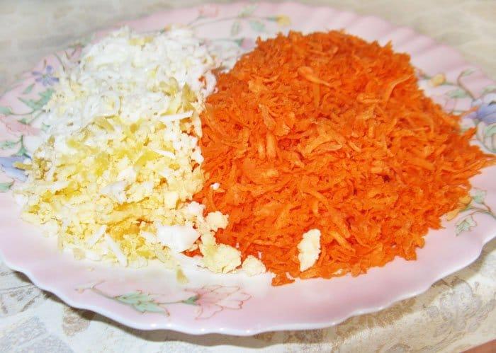 Фото рецепта - Рулет из фарша с морковью и яйцом - шаг 4
