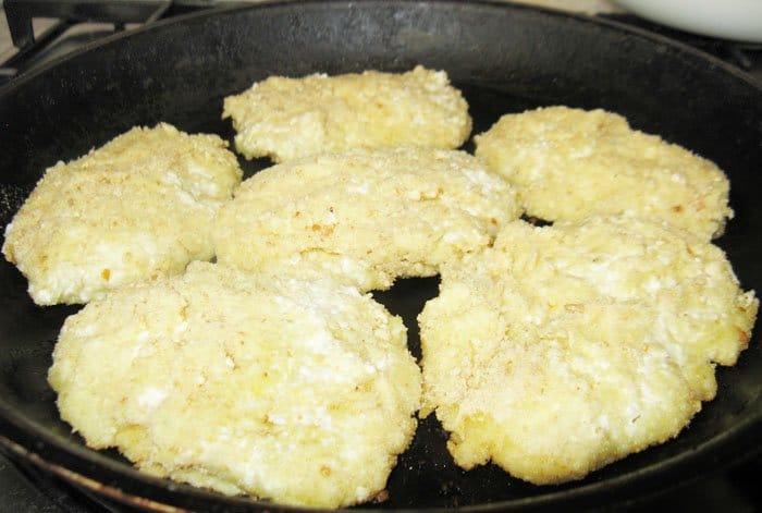 Фото рецепта - Творожные лепешки с картофелем - шаг 4