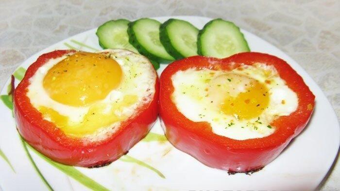 Яйца в болгарском перце на завтрак