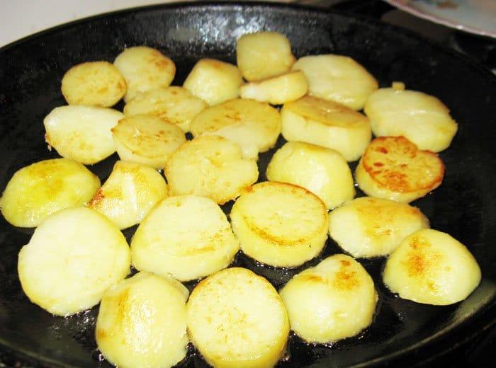 Фото рецепта - Жареный картофель - шаг 2