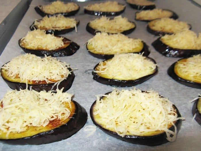 Фото рецепта - Баклажаны с сыром и помидорами из духовки - шаг 4