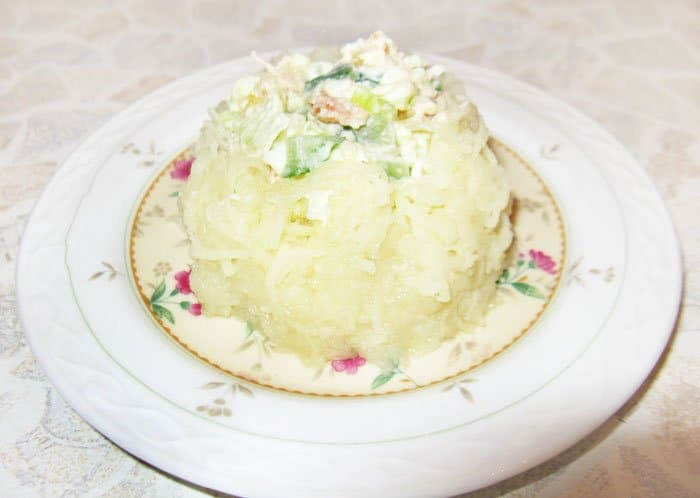 Фото рецепта - Салат «Волшебный мешочек»  из семги - шаг 3