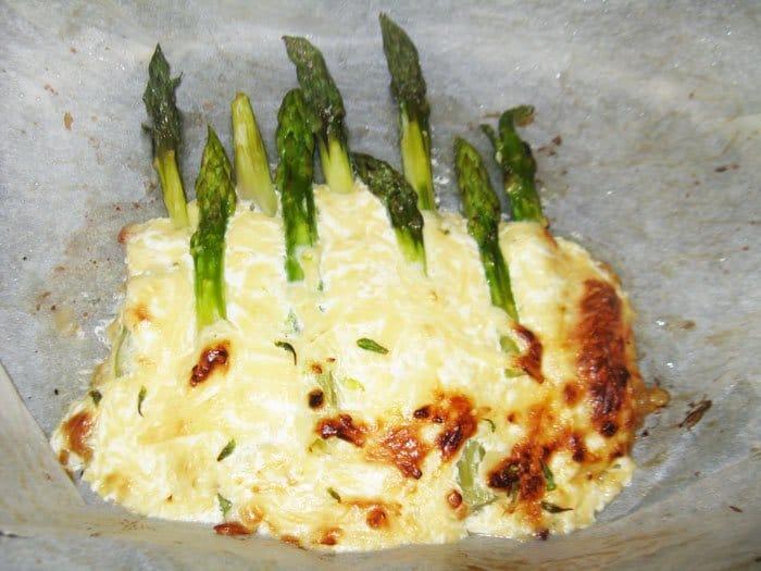 Фото рецепта - Спаржа, запеченная в сыре - шаг 3