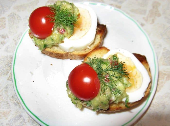 Фото рецепта - Брускеты с гуакамоле - шаг 3
