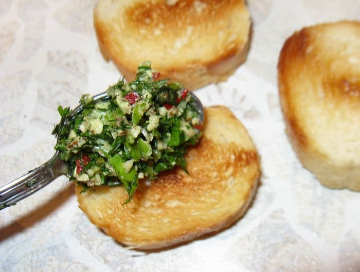 Фото рецепта - Брускеты с зеленью - шаг 5