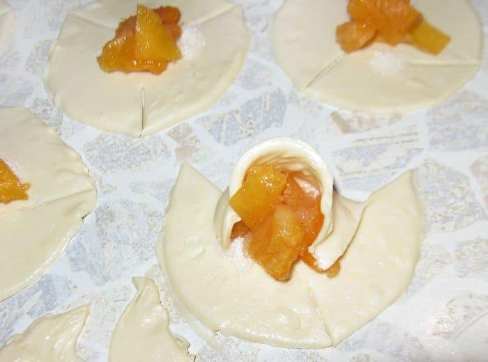 Фото рецепта - Булочки с абрикосом - шаг 4