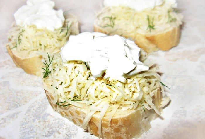 Фото рецепта - Бутерброды с сыром Филадельфия и красной рыбой - шаг 1