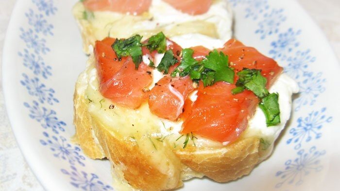 Бутерброды с сыром Филадельфия и красной рыбой