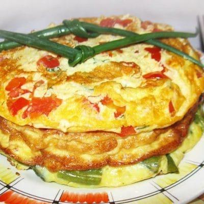 Многоцветный омлет с овощами и рыбой - рецепт с фото