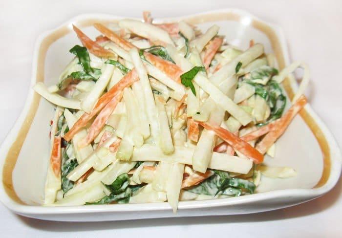 Салат из кольраби с морковью и сметаной - рецепт с фото