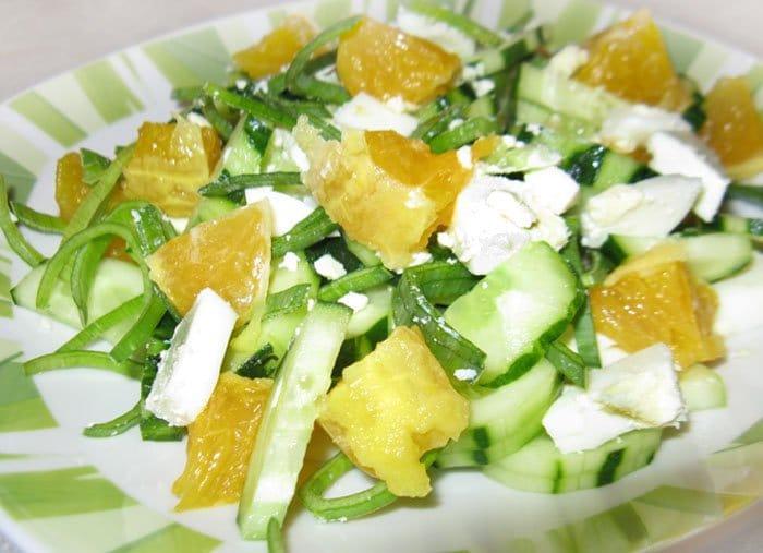 Фото рецепта - Салат из огурца с апельсином и яйцом - шаг 3