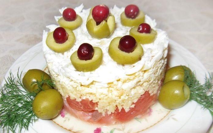 Салат-коктейль с семгой и грейпфрутом