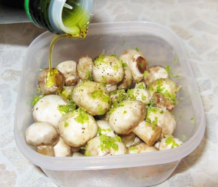 Фото рецепта - Спагетти с жаренными грибами в лаймовом маринаде - шаг 3