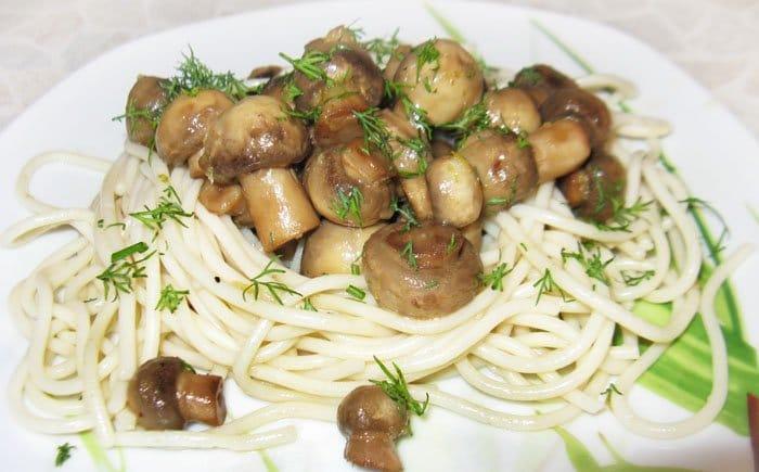 Спагетти с жаренными грибами в лаймовом маринаде