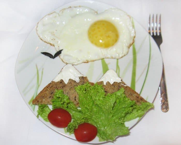 Пейзаж для детей из яйца- оформление блюда - рецепт с фото