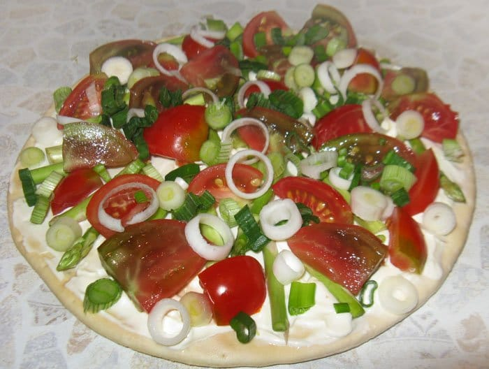 Фото рецепта - Пицца со спаржей и помидорами - шаг 3