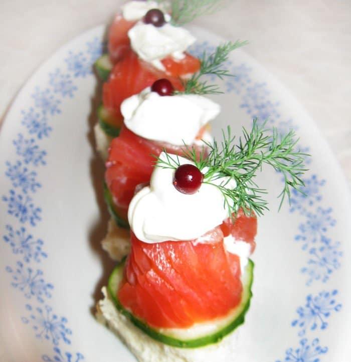 Рулет из лосося с Филадельфией - рецепт с фото
