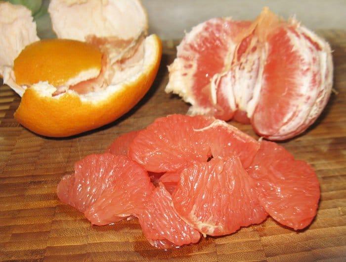 Фото рецепта - Салат из лосося с грейпфрутом и оливками - шаг 1