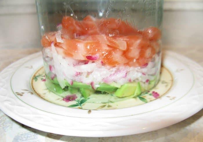 Фото рецепта - Салат коктейль из лосося и редиса - шаг 4