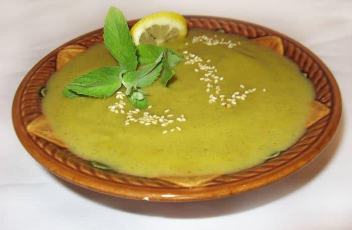 Овощной суп из кабачков с яблоком и кунжутом - рецепт с фото