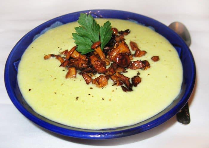Суп пюре из кабачков с лисичками - рецепт с фото