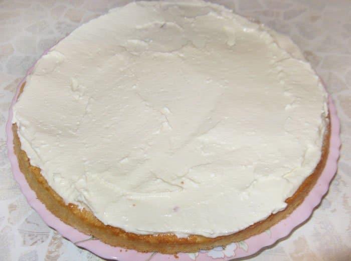 Фото рецепта - Творожно-клубничный торт (творожник) - шаг 4