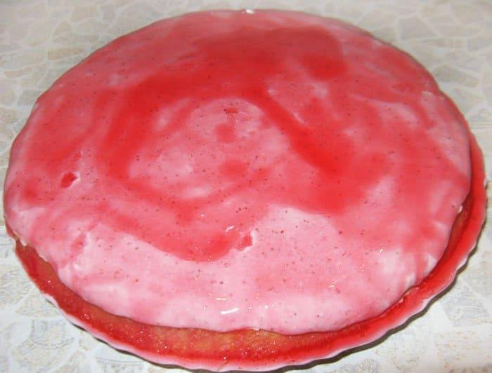 Фото рецепта - Творожно-клубничный торт (творожник) - шаг 7