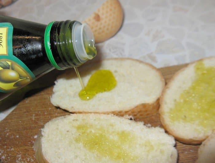 Фото рецепта - Брускетты (бутерброды) с сыром и грибами - шаг 3