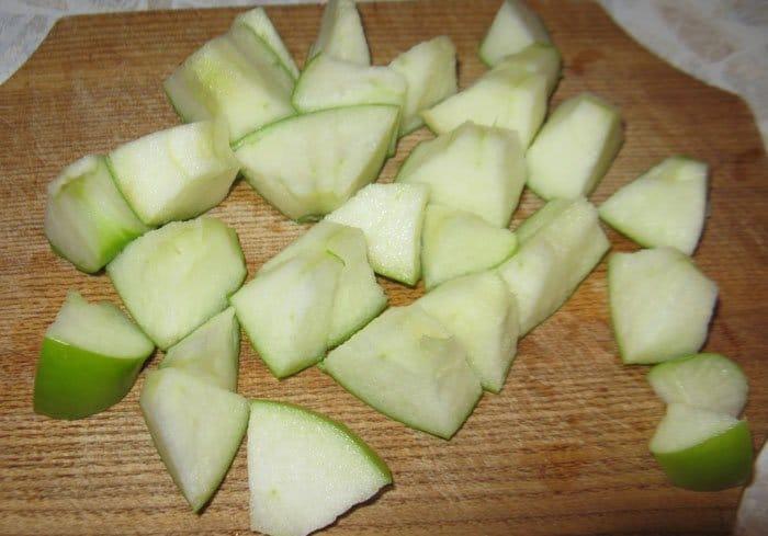 Фото рецепта - Курица фаршированная яблоками, запеченная в духовке - шаг 1