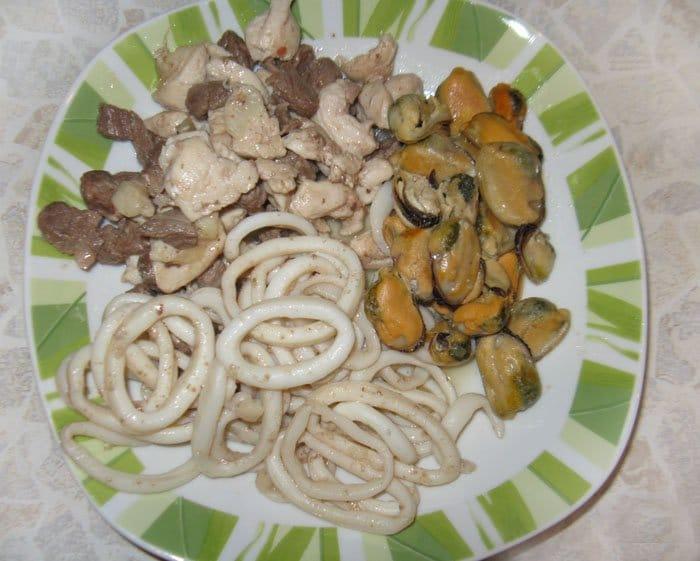 Фото рецепта - Паэлья по-испански с мясом и морепродуктами - шаг 3