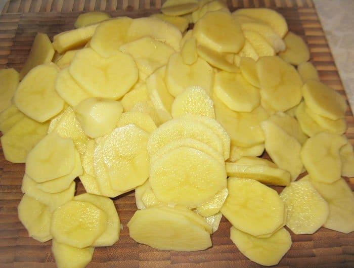Фото рецепта - Слоеная запеканка из картофеля и кольраби - шаг 2
