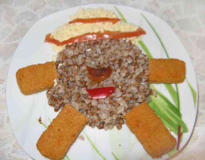 Фото рецепта - Гречневая каша с рыбной котлетой, оформление блюда - шаг 3