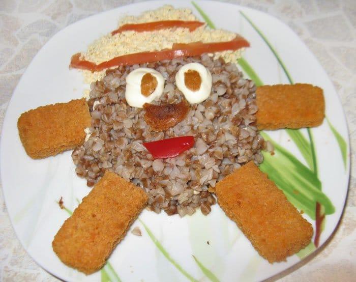 Гречневая каша с рыбной котлетой, оформление блюда - рецепт с фото