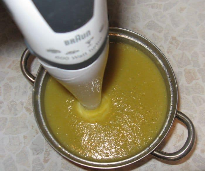 Фото рецепта - Овощной суп-пюре из кольраби с куриными клецками - шаг 6