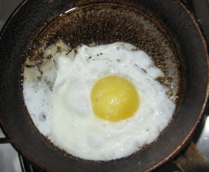 Фото рецепта - Таинственный остров из яиц и сосиски-оформление - шаг 2