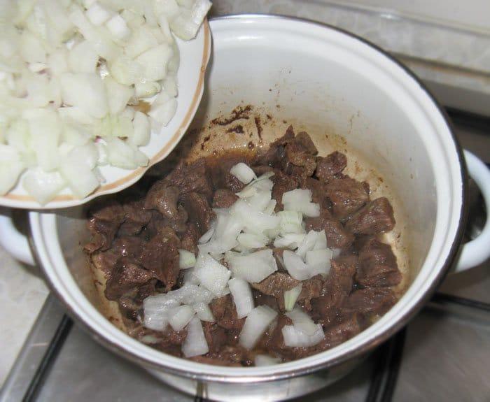 Фото рецепта - Тушеный картофель с мясом - шаг 2