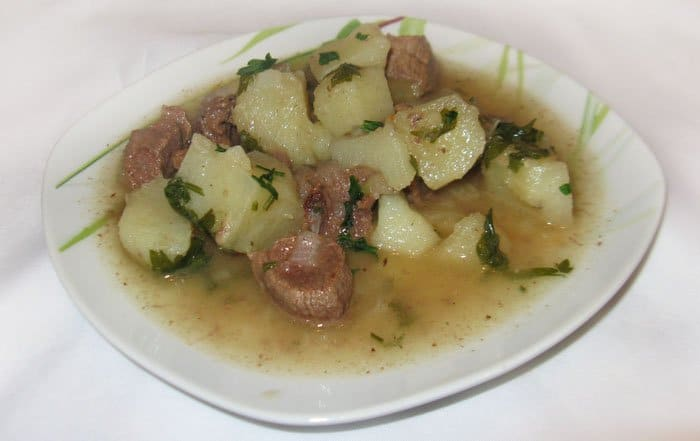 Тушеный картофель с мясом - рецепт с фото