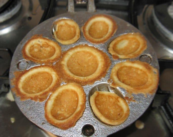 Фото рецепта - Печенье – хрустящие орешки со сгущенкой - шаг 5