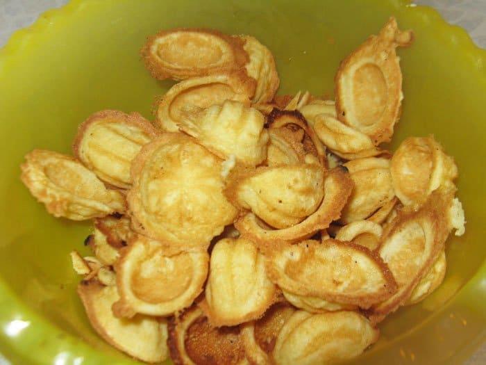 Фото рецепта - Печенье – хрустящие орешки со сгущенкой - шаг 6