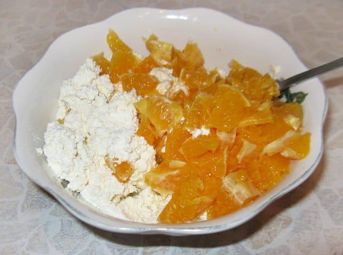 Фото рецепта - Бисквитный рулет с творогом и апельсинами - шаг 1